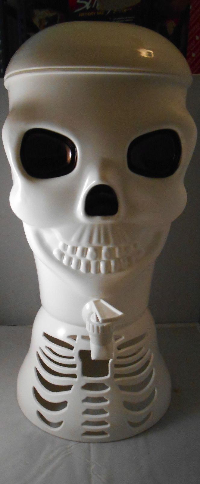 NIB THE BRAINS BEHIND YOUR SCARY PARTIES! WILLIAMS-SONOMA SKULL PUNCH BOWL