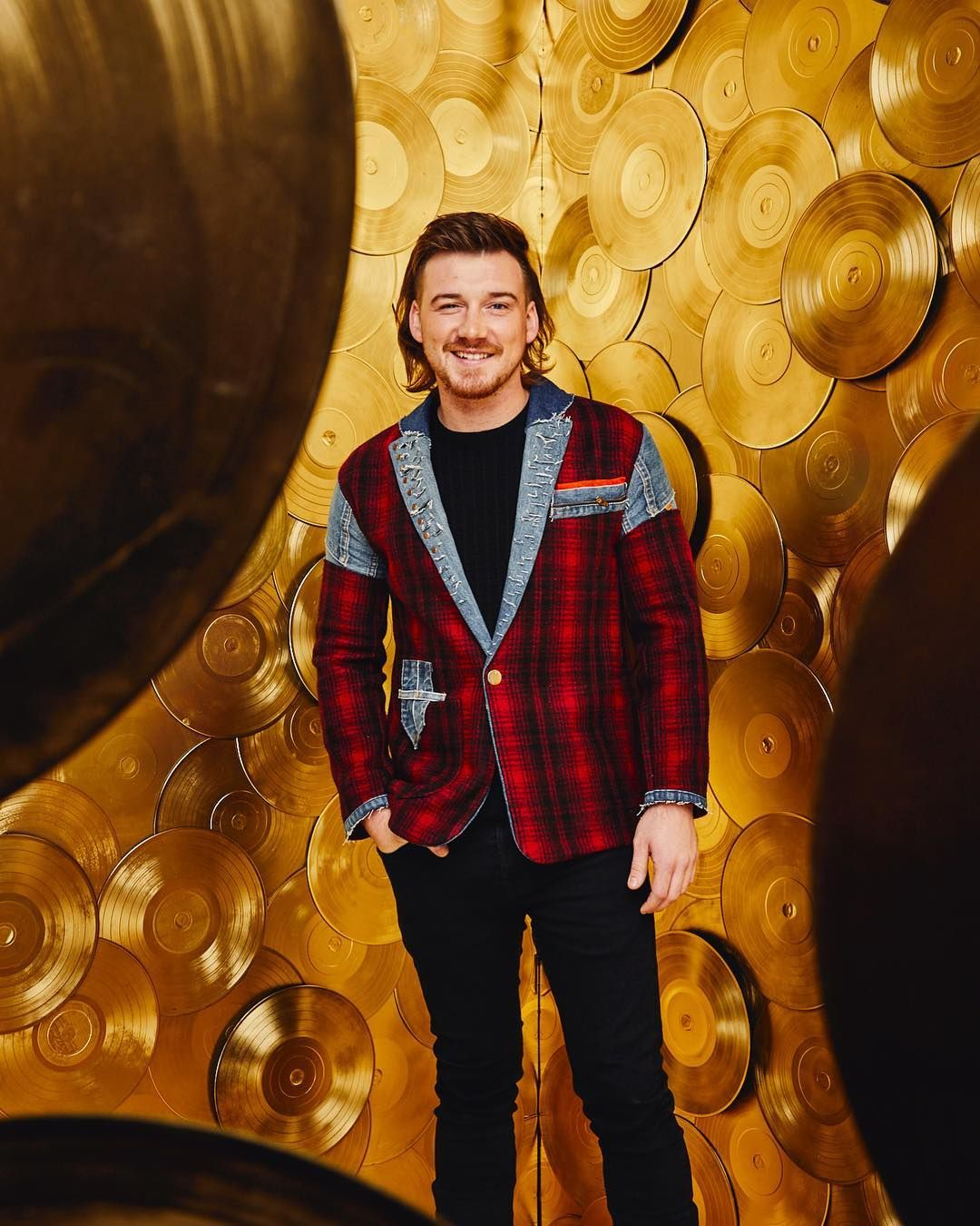 Morgan Wallen Wins The Red Carpet With Plaid Denim Suit And Big Mullet Energy Country Music Playlist Country Music Cma Awards