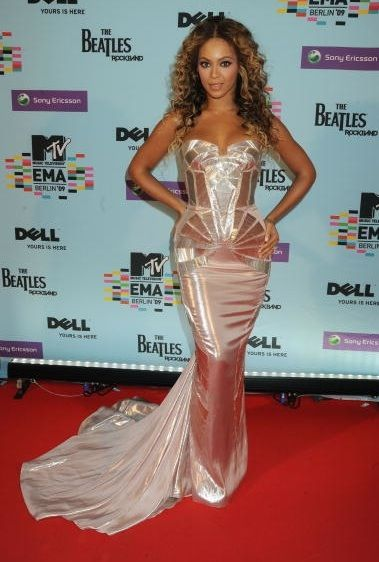 Beyonce's Red Carpet Look | dresses | Pinterest | Carpets, Red ...