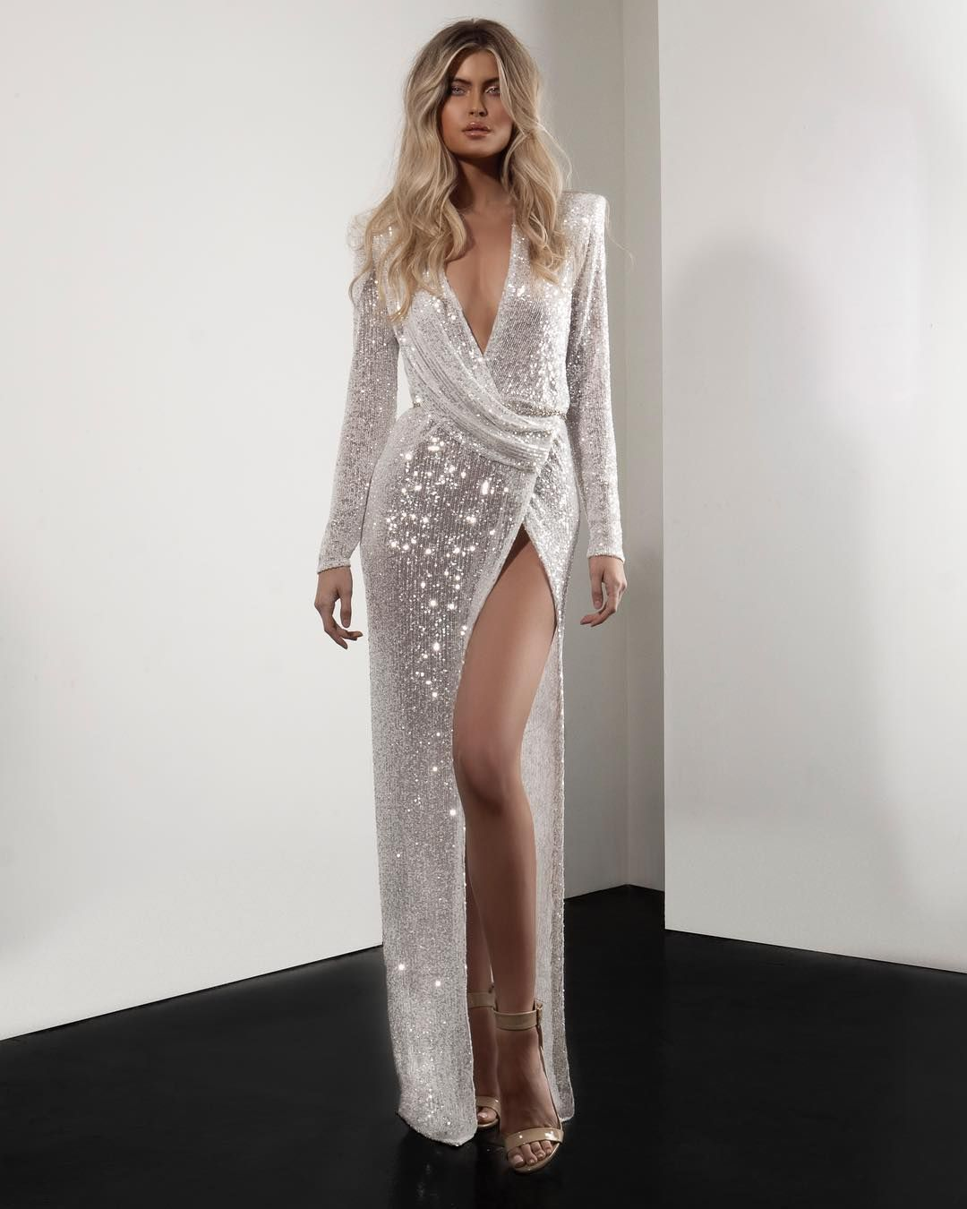 20 7 Mil Me Gusta 370 Comentarios M I C H A E L C O S T E L L O Michaelcostello E Long Sleeve Skater Dress Prom Dresses Long With Sleeves Maxi Dress Prom