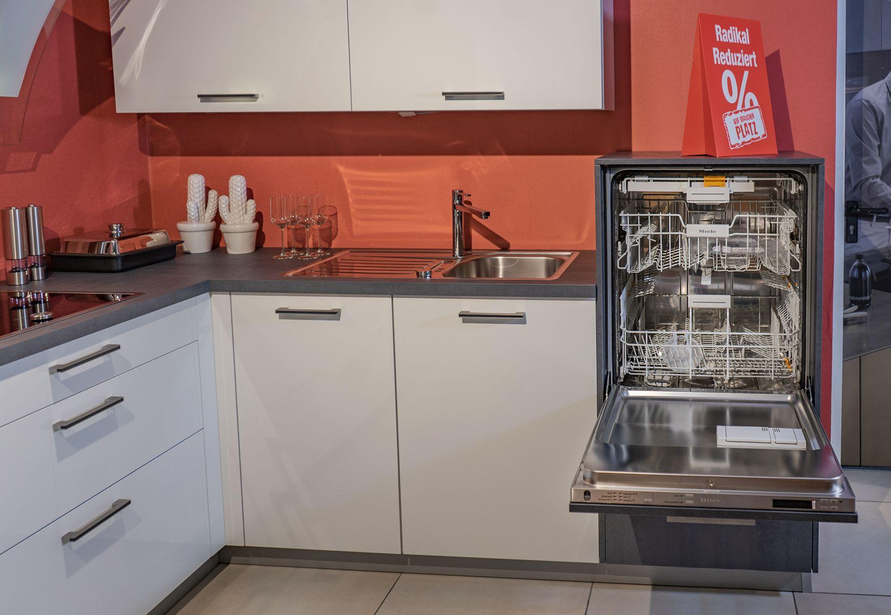 Hochgebauter Geschirrspuler Ausstellungskuche Jetzt Nur 3990 Statt 9348 Unsere Filiale Braucht Platz Fur Neue Kuchen Kuche Traumkuche Neue Kuche