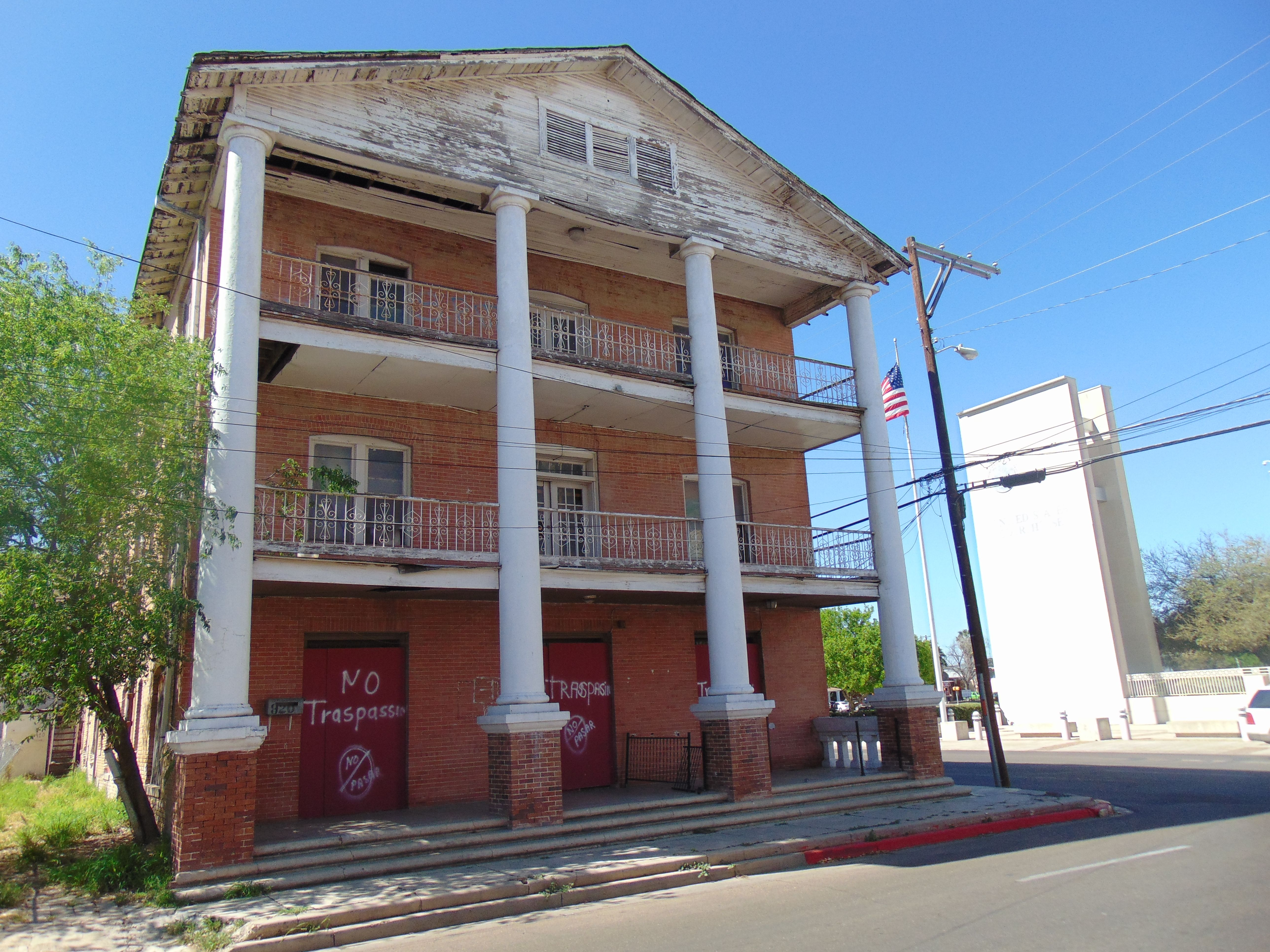 Boarded Up Building On Salinas Ave And Victoria St Anthony Hotel Downtown Laredo Laredo Outdoor Structures Laredo Texas