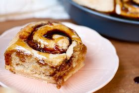 That's So Vegan: Caramel Peach Sticky Buns #stickybuns
