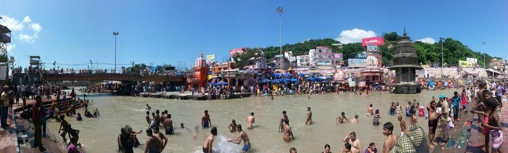 El #Ganges a su paso por el#ghat de #Haridwar esta misma mañana. #elviajemehizoami