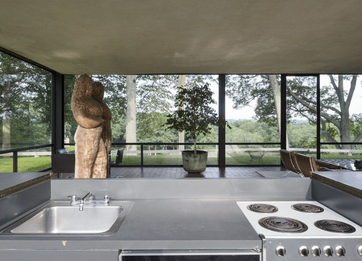 14 Lessons In Minimalism From The Glass House Glass House House