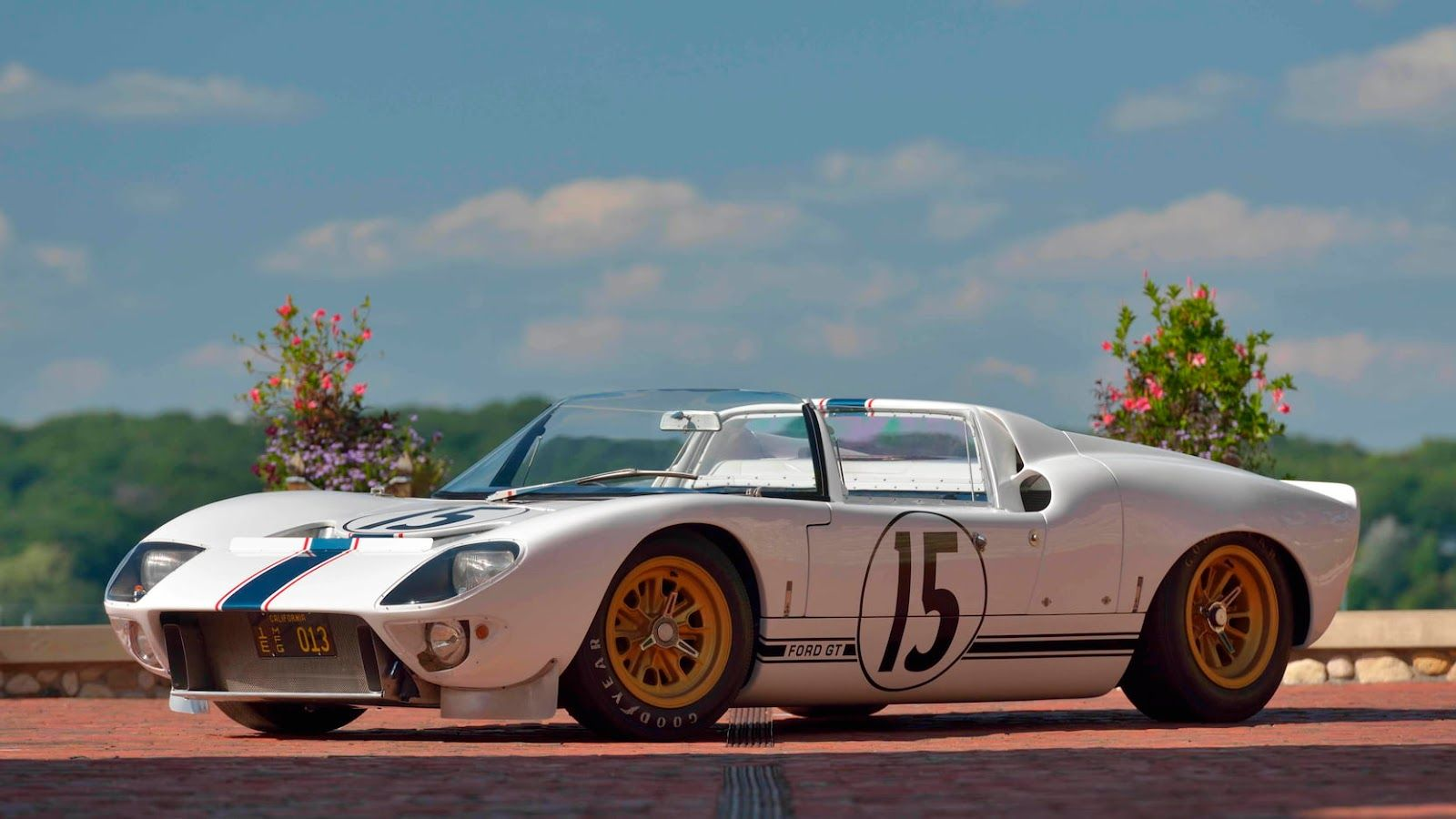 1965 Ford Gt Competition Prototype Roadster Ford Gt Ford Gt40 Sports Cars Luxury