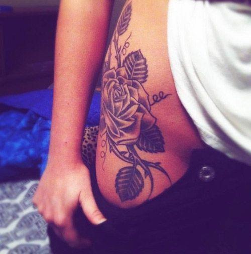 Tatouage Hanche, Tatouage Femme, Roses Noires, Tattoo Cuisse, Rose Tatouages  de La Hanche, Tatouages de Fleurs, Tatouage Sur La Hanche, Tatouages