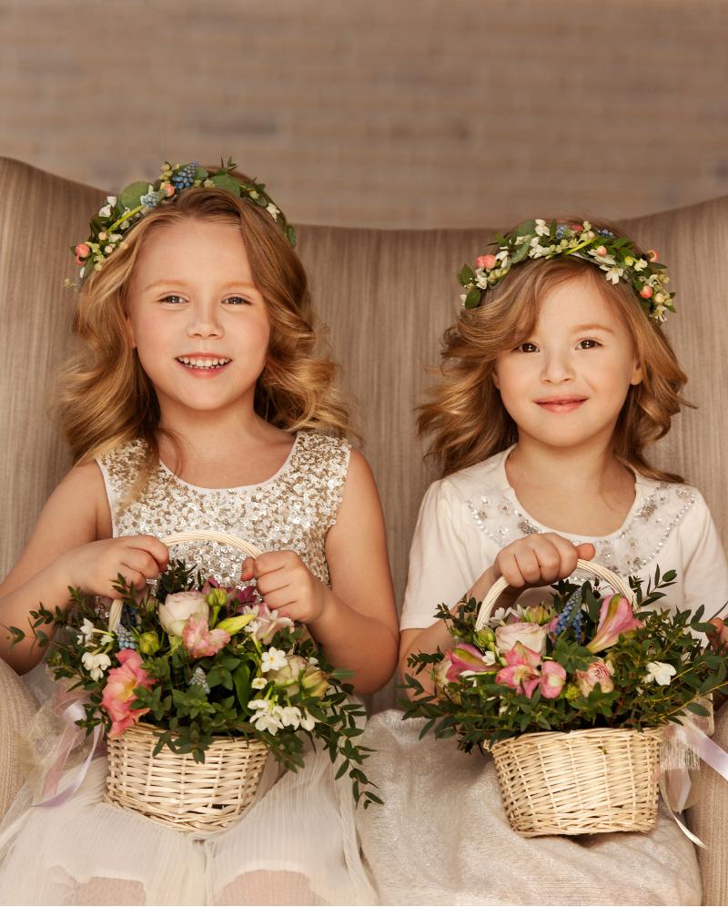 Blumenkinder Auf Der Hochzeit Tipps Und Ideen Blumenkinder Hochzeit Blumenmadchen Kleid Und Hochzeitsfarben