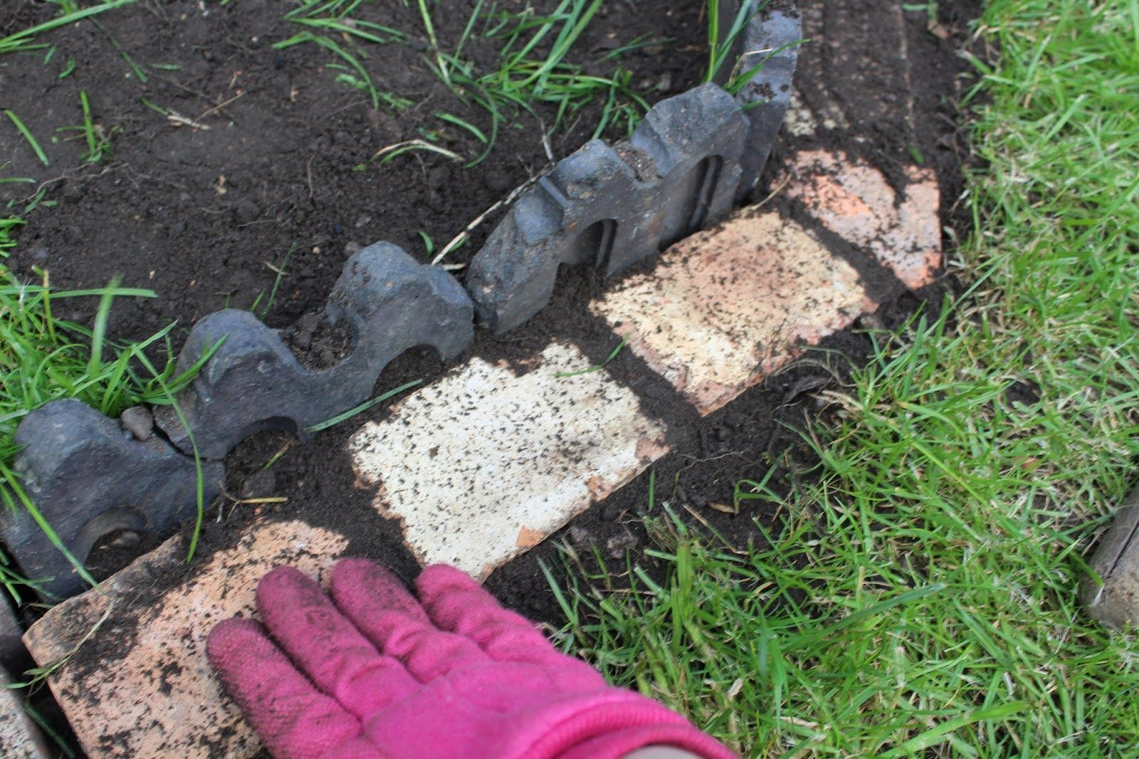 Laying Gravel In the Garden | Diy patio, Backyard ...