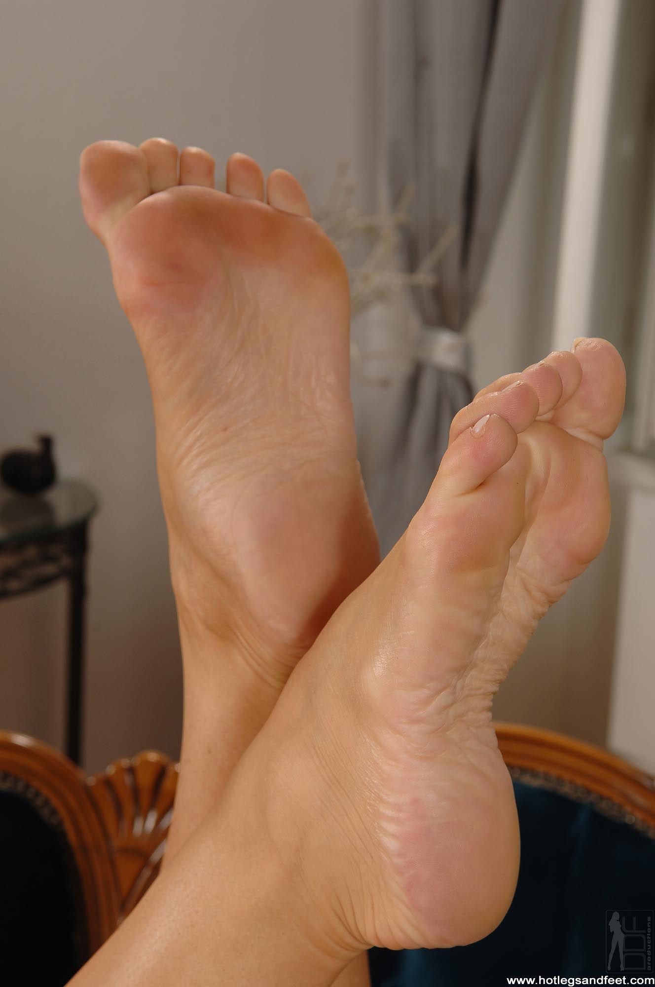 Фото потных ступней женских