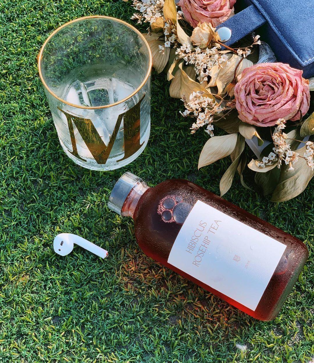 فاقد احساسك وحشني اهتمامك Wine Bottle Rose Wine Bottle Alcoholic Drinks