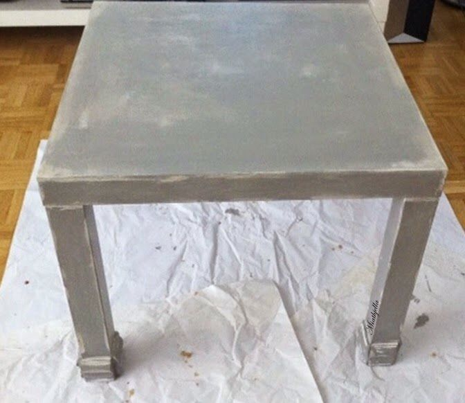 un vieux meuble avec un effet patiné - meuble en bois repeint