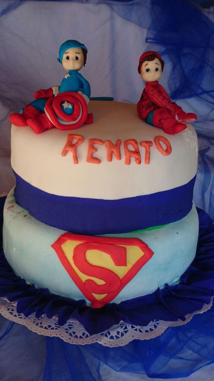 torta de superheroes bebes