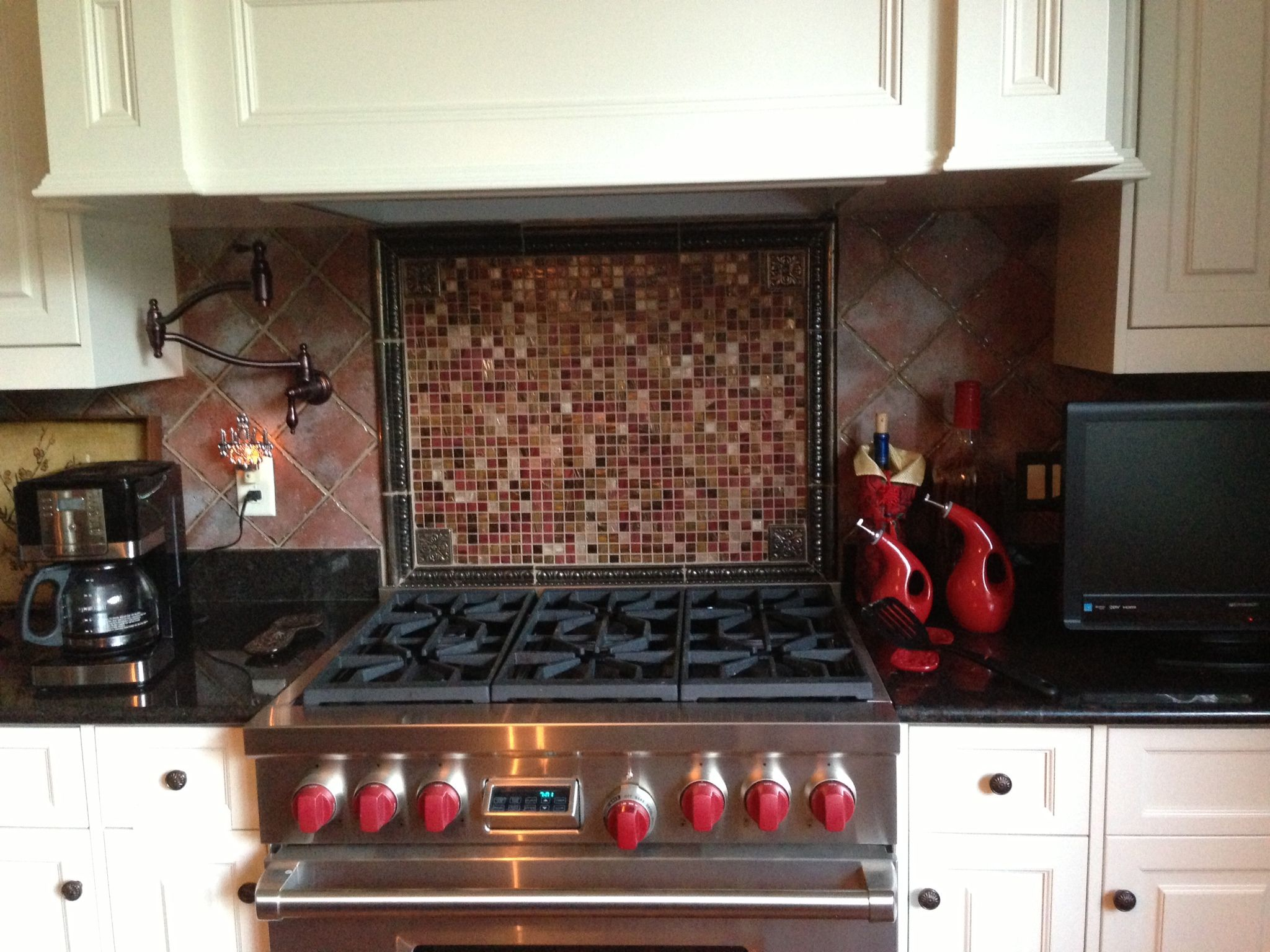 tiles in kitchen. wall tiles behind stove. | kitchen remodeling