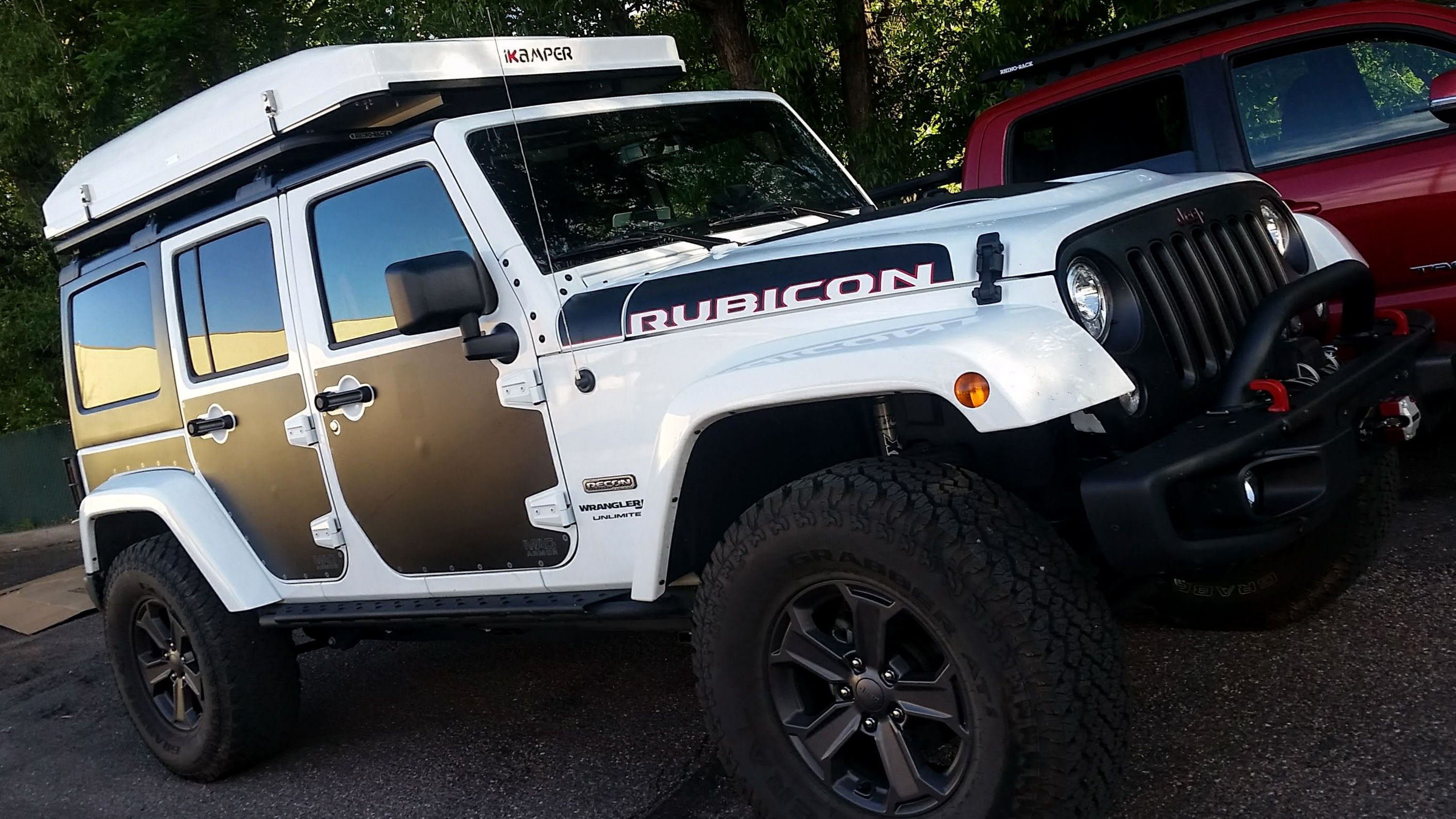 Jeep Jku Rubicon Recon Edition With White Ikamper Skycamp On Rhino