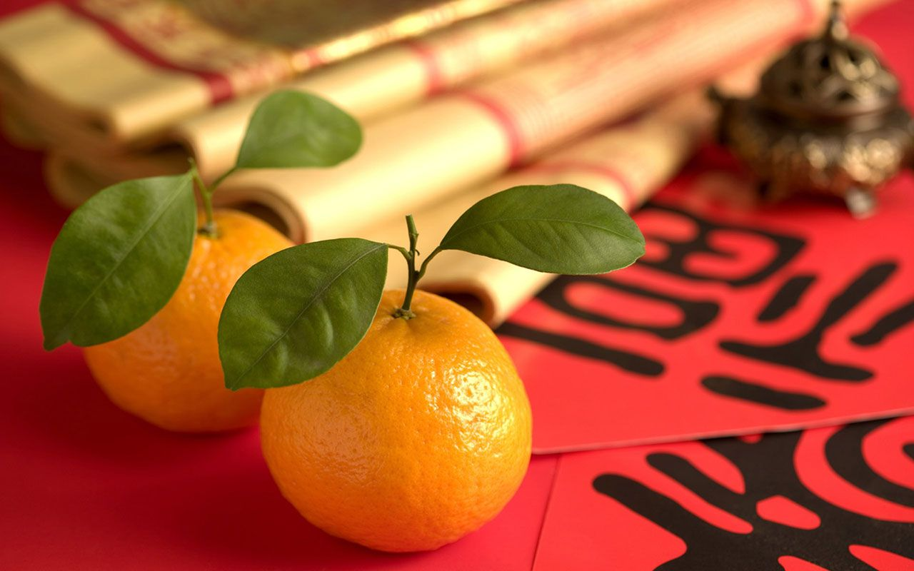 It S Good Luck To Give Receive And Eat Oranges And Tangerines During Chinese New Year Chinese New Year Wallpaper Happy Chinese New Year New Year Wallpaper