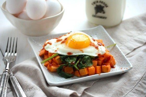 3 ingredient sweet potato hash recipe #breakfast #recipe #sweetpotato #egg #spinach