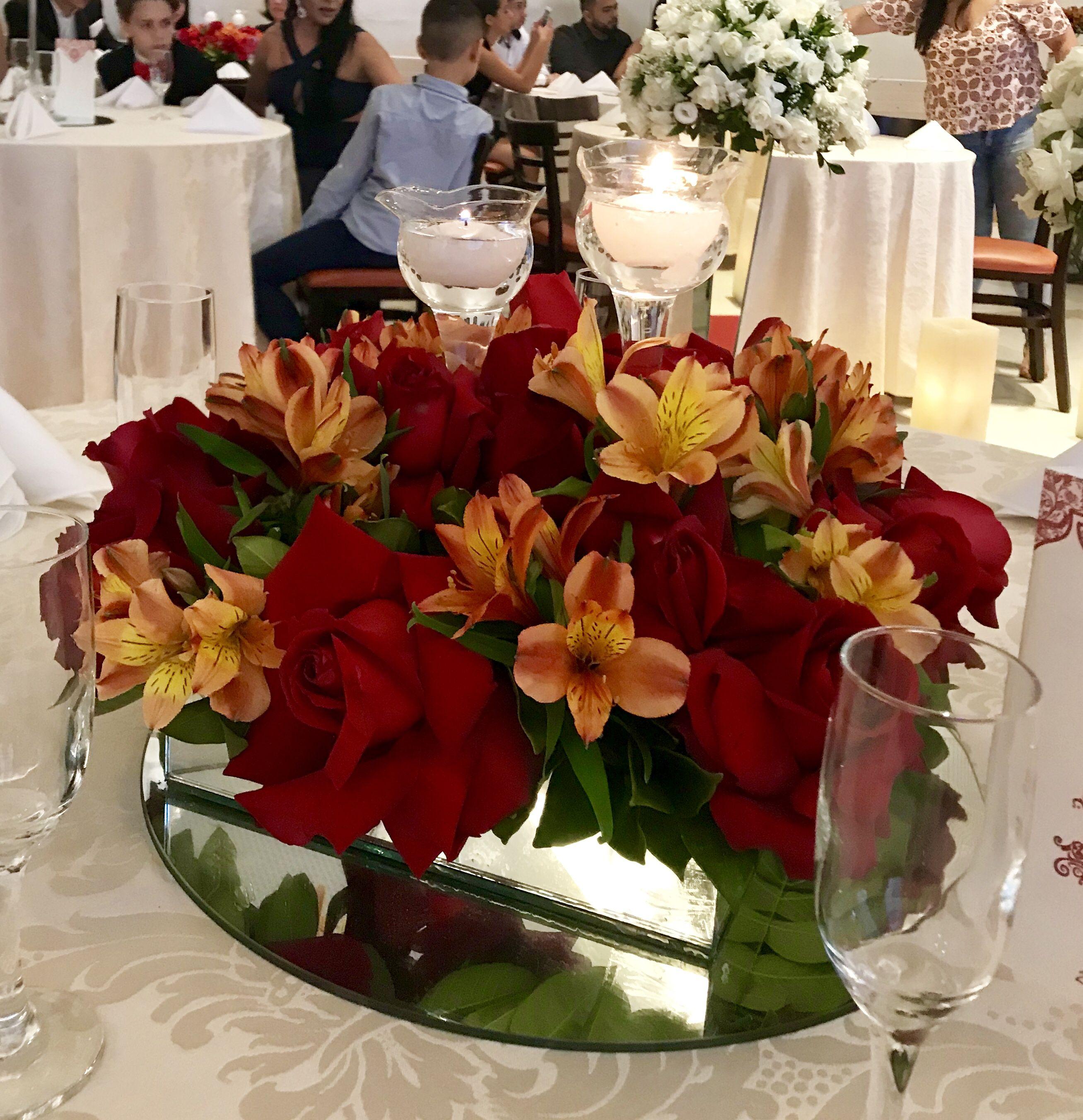 Arranjo Mesa Dos Convidados Flores Vermelhas E Laranja Com Velas