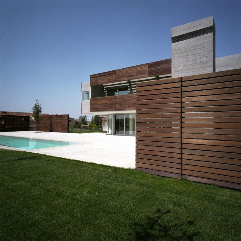 Modern residence designed by Potiropoulos D+L Architects.