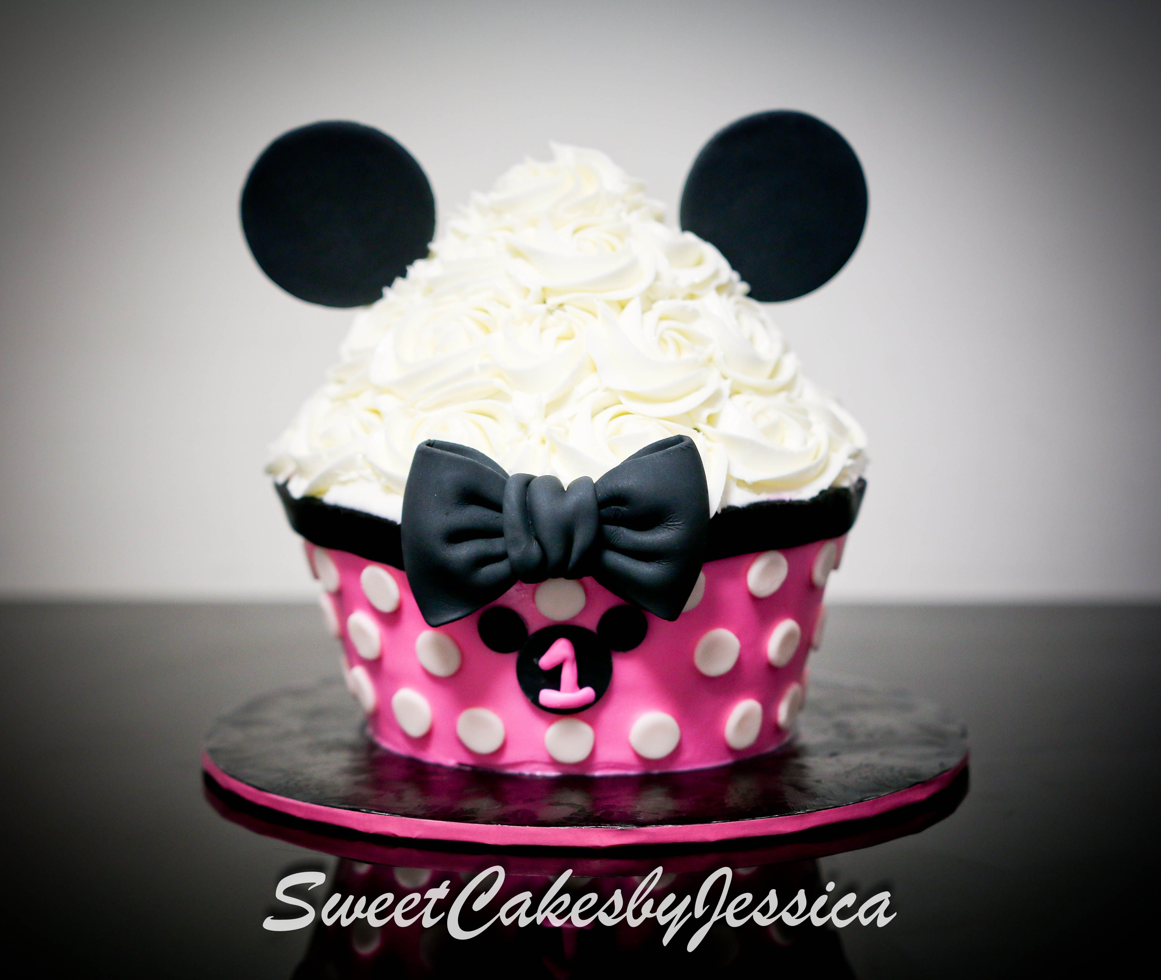 Incredible Minnie Mouse Minnie Mouse Cake Smash Cake Ideas Pink And Black Personalised Birthday Cards Veneteletsinfo