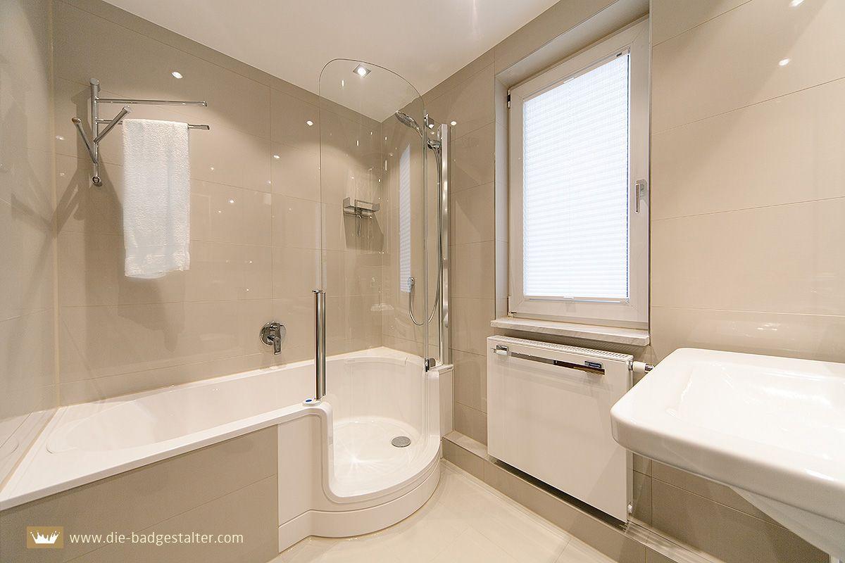 elegantes kleinbad mit twinline duschbadewanne und gl nzenden gro formatfliesen von die. Black Bedroom Furniture Sets. Home Design Ideas