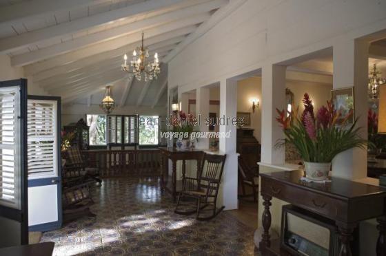 Int rieur de maison coloniale la plantation cl ment le fran ois la r union maison creole for Interieur maison coloniale
