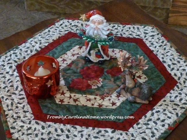 Dining Room Table Toppers Entrancing Free Quilt Pattern Christmas Hexagonal Table Topper  Free Quilt Design Ideas