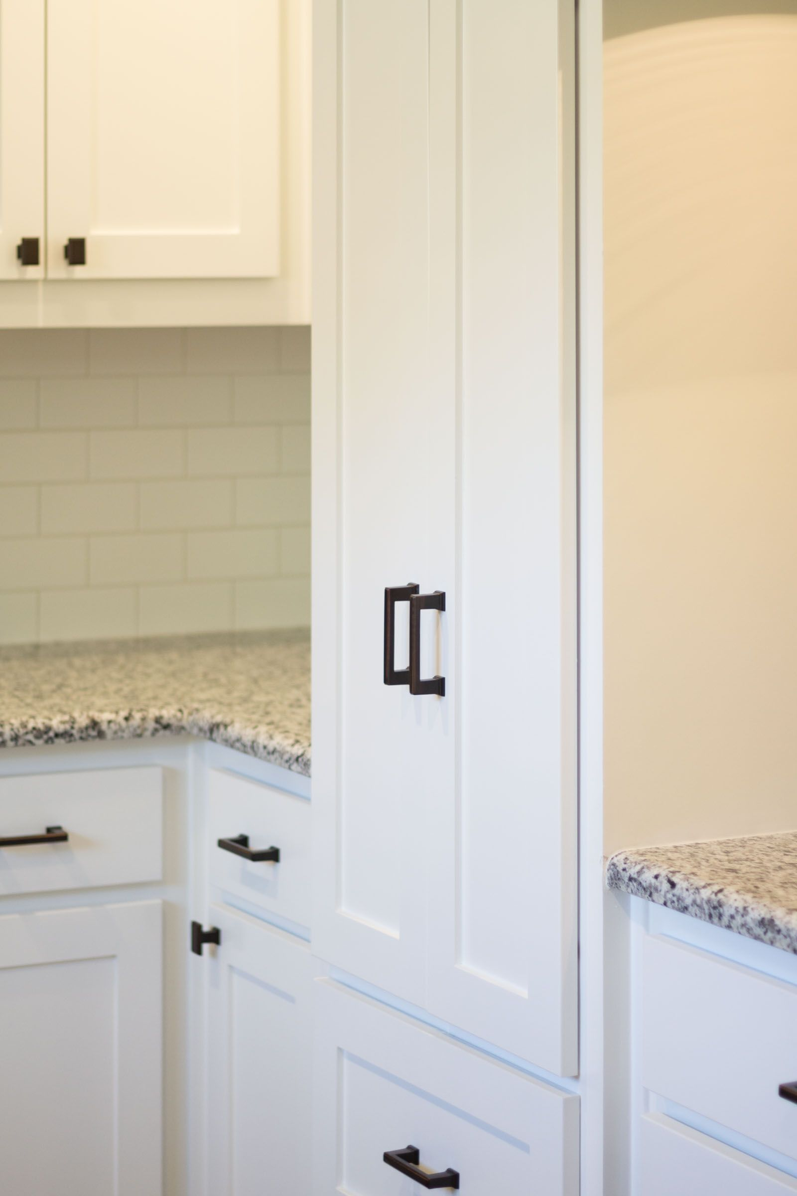 Best White Shaker Cabinets With Dark Copper Hardware 400 x 300