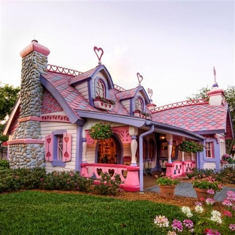 Talk about a crazy, cool house! I bet the neighbors love her. LOL