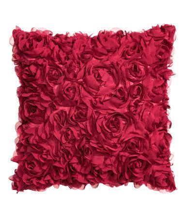Punainen satiinityynynpäällinen