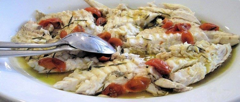 PESCE IN CARPIONE piatto tradizionale Veneto, tipico del Lago di Garda. Pesce d'acqua dolce molto pregiato, parente della trota; si trova solo nel lago di Garda, dove la sua pesca è regolamentata. Ha carni delicatissime, cosicché si usava prolungarne la conservabilità cuocendolo e addizionandolo di una salsa di verdure e aceto. Il nome di pesce in carpione è quindi trasmigrato per la preparazione. #FoodPassion #Gourmet #Foodie #CarnevaliLuigi https://www.facebook.com/IlBuongustaioCurioso/