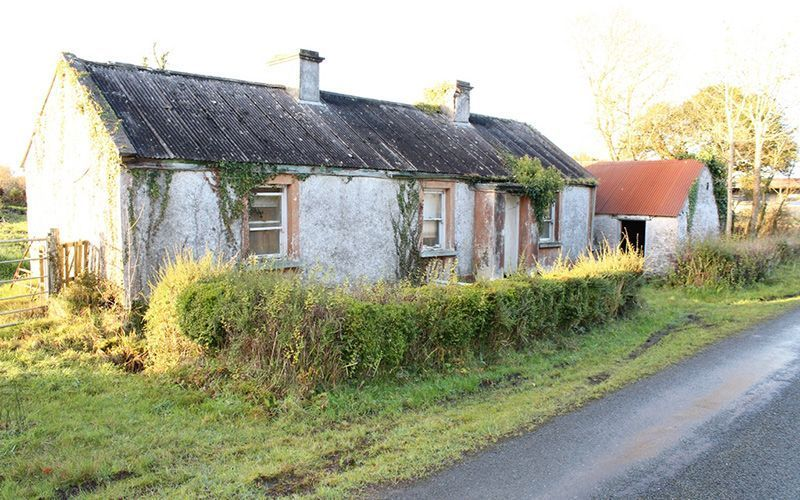 This Derelict Cottage For Sale In Ireland Needs Some Doing Up But It Can Be Purchased For Less Than The Price Of A Fam Irish Cottage Townhouse Exterior Cottage