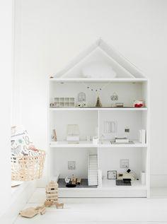 Maak van de traditionele BILLY boekenkast een poppenhuis! Deze DIY ...