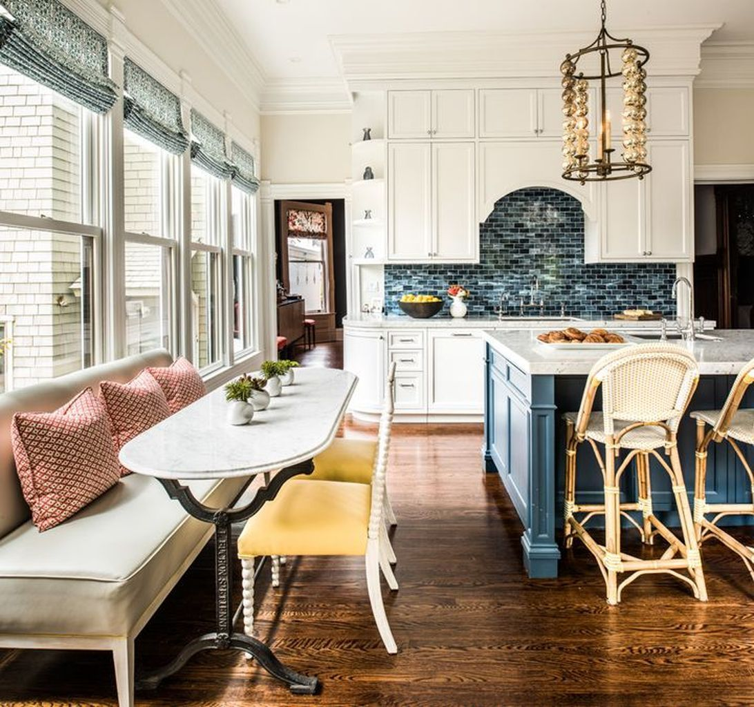 Cozy farmhouse banquette seating in kitchen ideas 22 ...