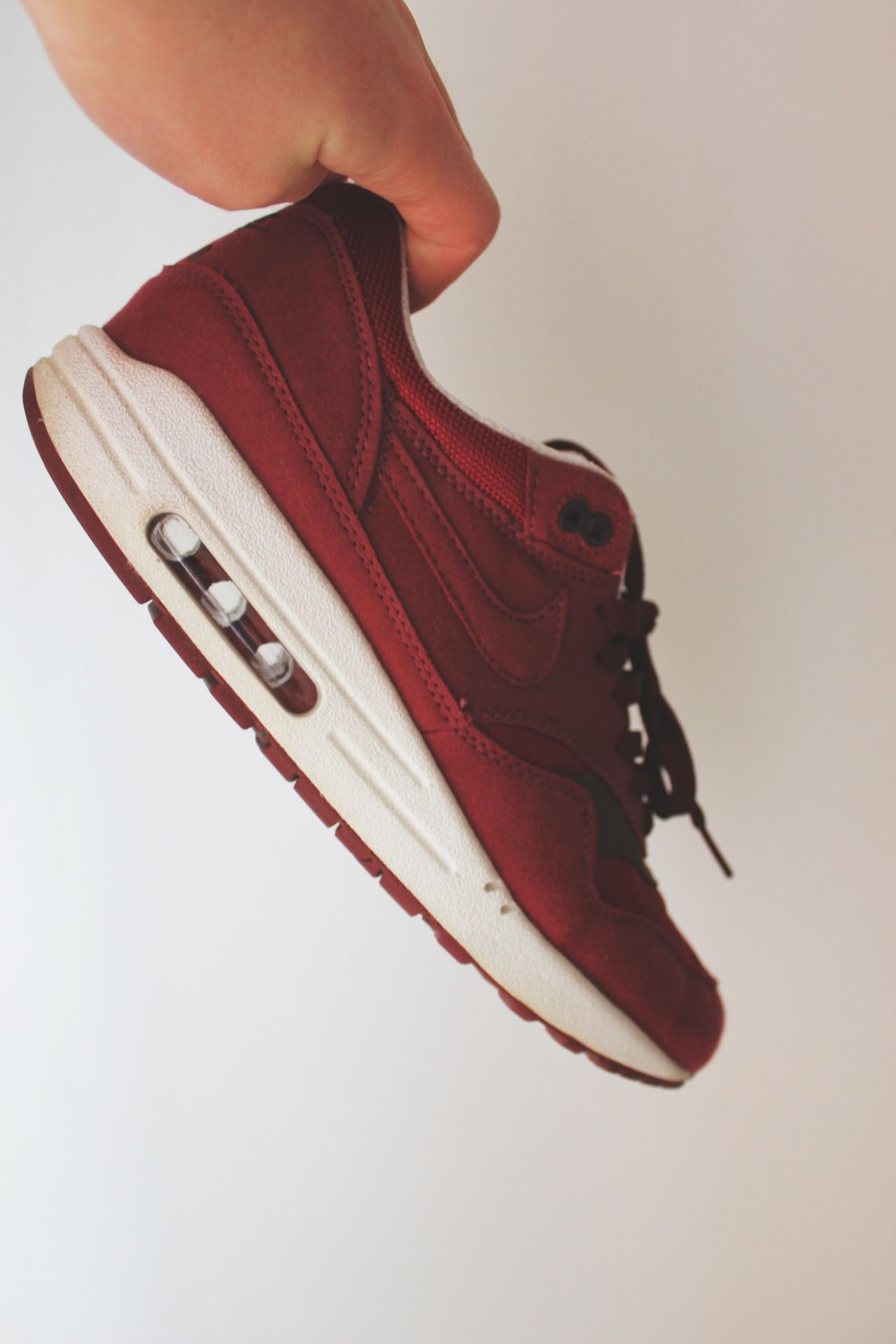 separation shoes d5668 f9e90 Nike Air Max 1 Burgundy  sneakers Chaussures Homme, Chaussures Nike, Toile,  Series
