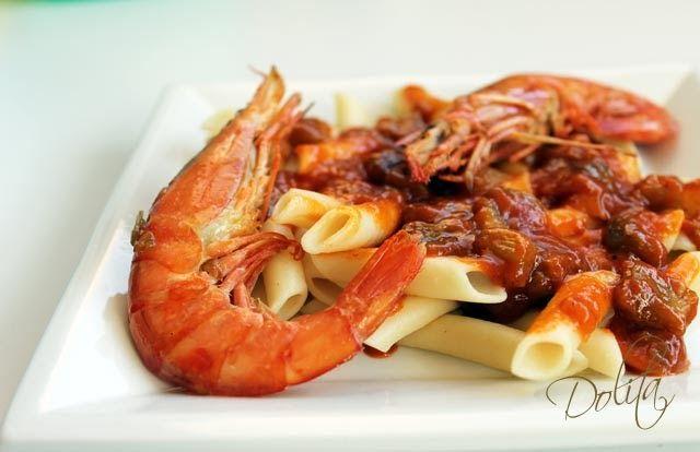 Macarrones En Salsa De Tomate Con Berenjenas Y Langostinos La Pasta Y Las Berenjenas Son Tan Versátiles Que Nos Permiten Preparar Una Gran Va Food Meat Shrimp