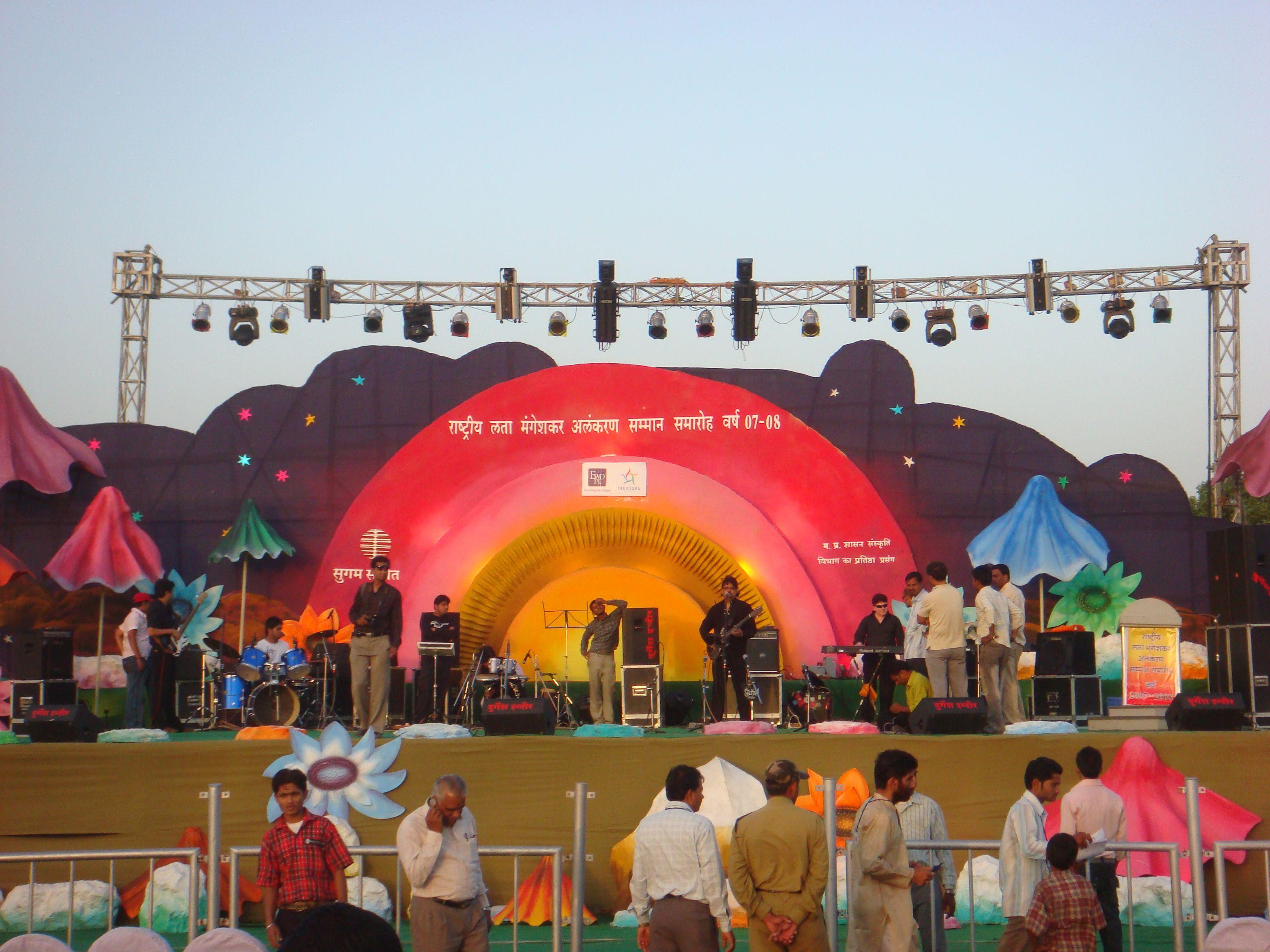 Musiclata mangeshkarnightingalelata ji bollywood celebrities bollywood celebrity performing the stage of durgesh sound light system indore nvjuhfo Choice Image