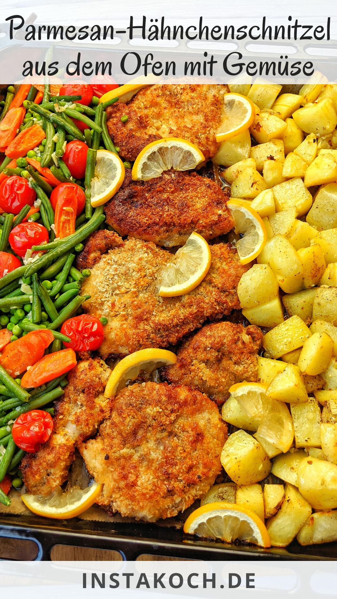 Parmesan Hähnchenschnitzel aus dem Ofen mit Gemüse und Kartoffeln - Fertig in 35 Minunten