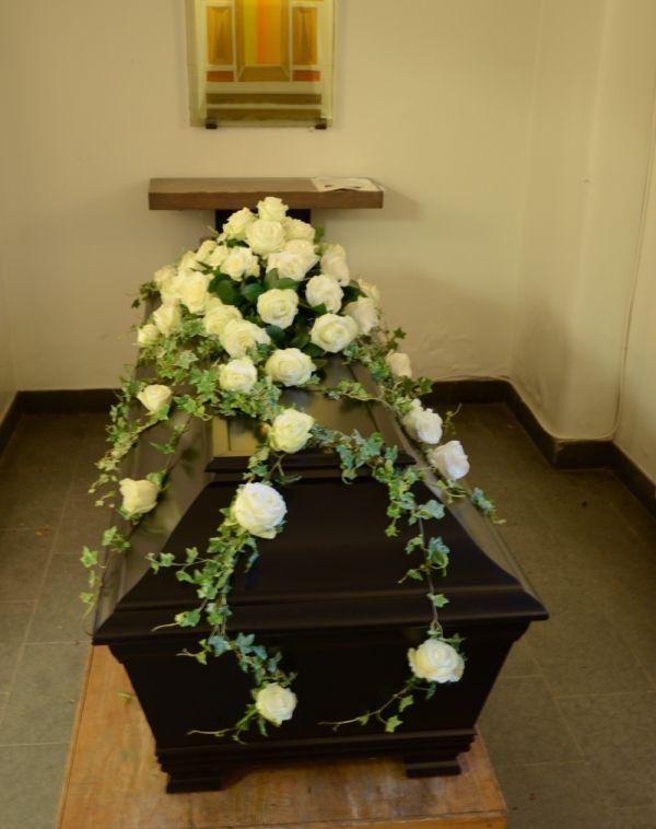 begravningsblommor rosor röda rosa - Sök på Google