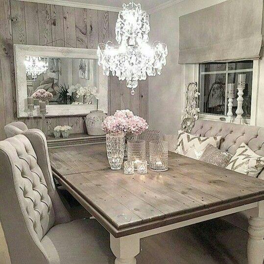 Shabby Chic Dining Room: Table En Bois Et Chaises Capitonnées