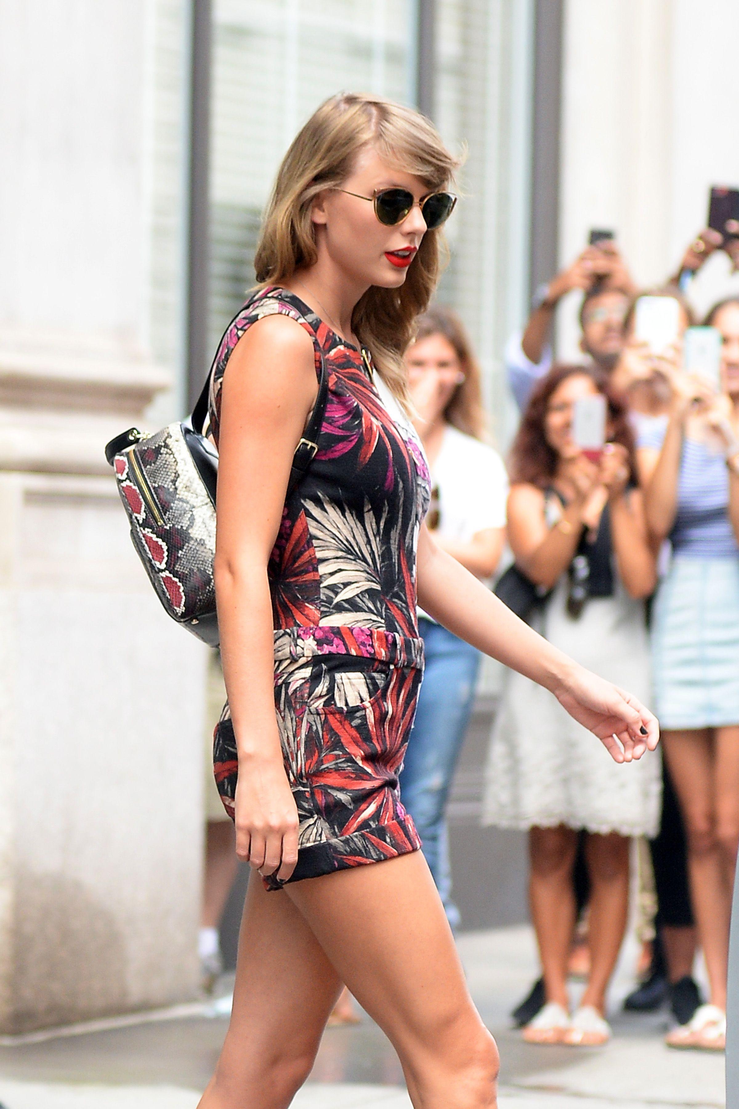 Ghim của Loretia Wolfe trên Taylor Swift Queen Taytay