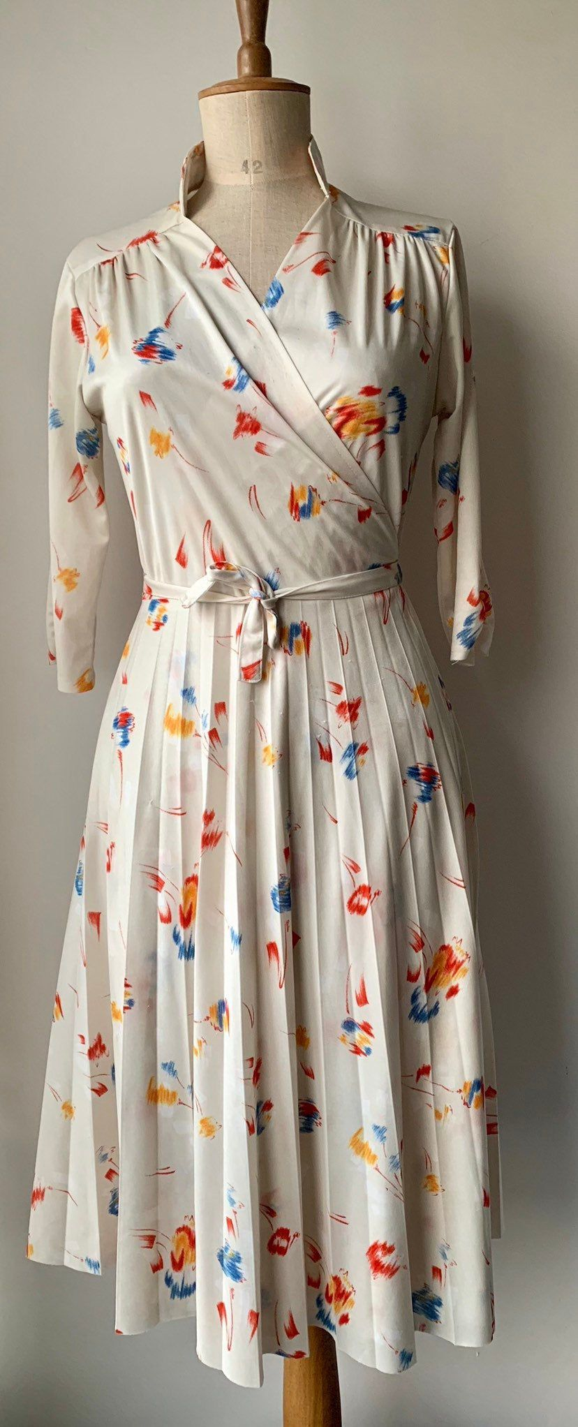 Pin By Raine Patterson On Dressforsummer Vintage Wrap Dress Thrifted Outfits Causal Dresses [ 2044 x 828 Pixel ]