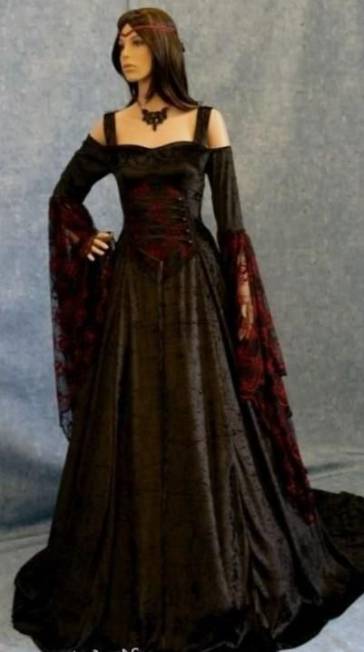 Gothic wedding dress plus size