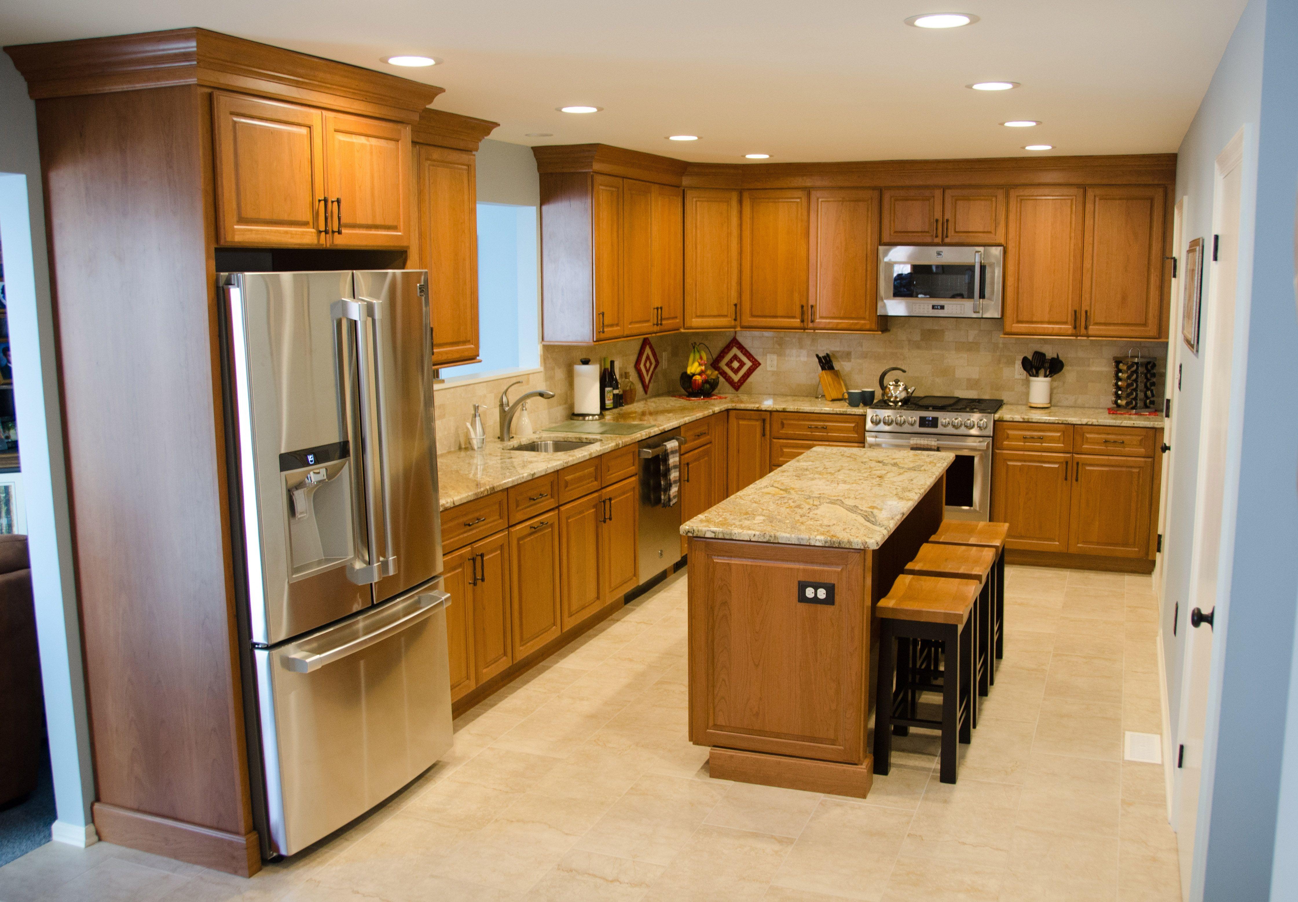 Blue And Brown Kitchen With Beautiful Medium Wood Cabinets Modern Kitchen Design Medium Wood Kitchen Cabinets Kitchen Design