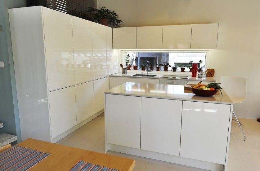 Keittiökalusteet Moderni keittiö korkeakiilto 1 5  koti  Pinterest