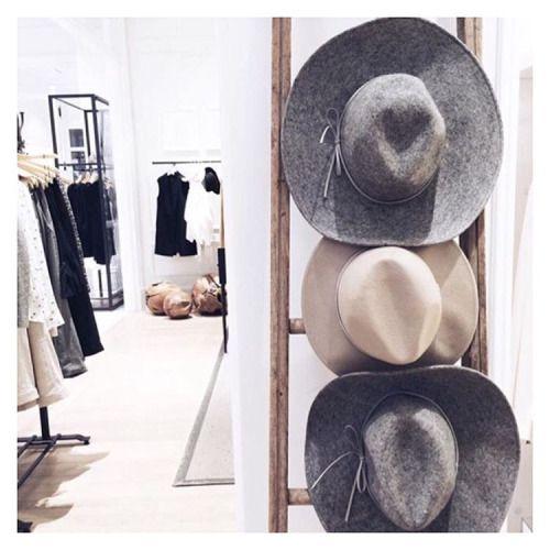 cute minimalist wardrobe - Cerca con Google