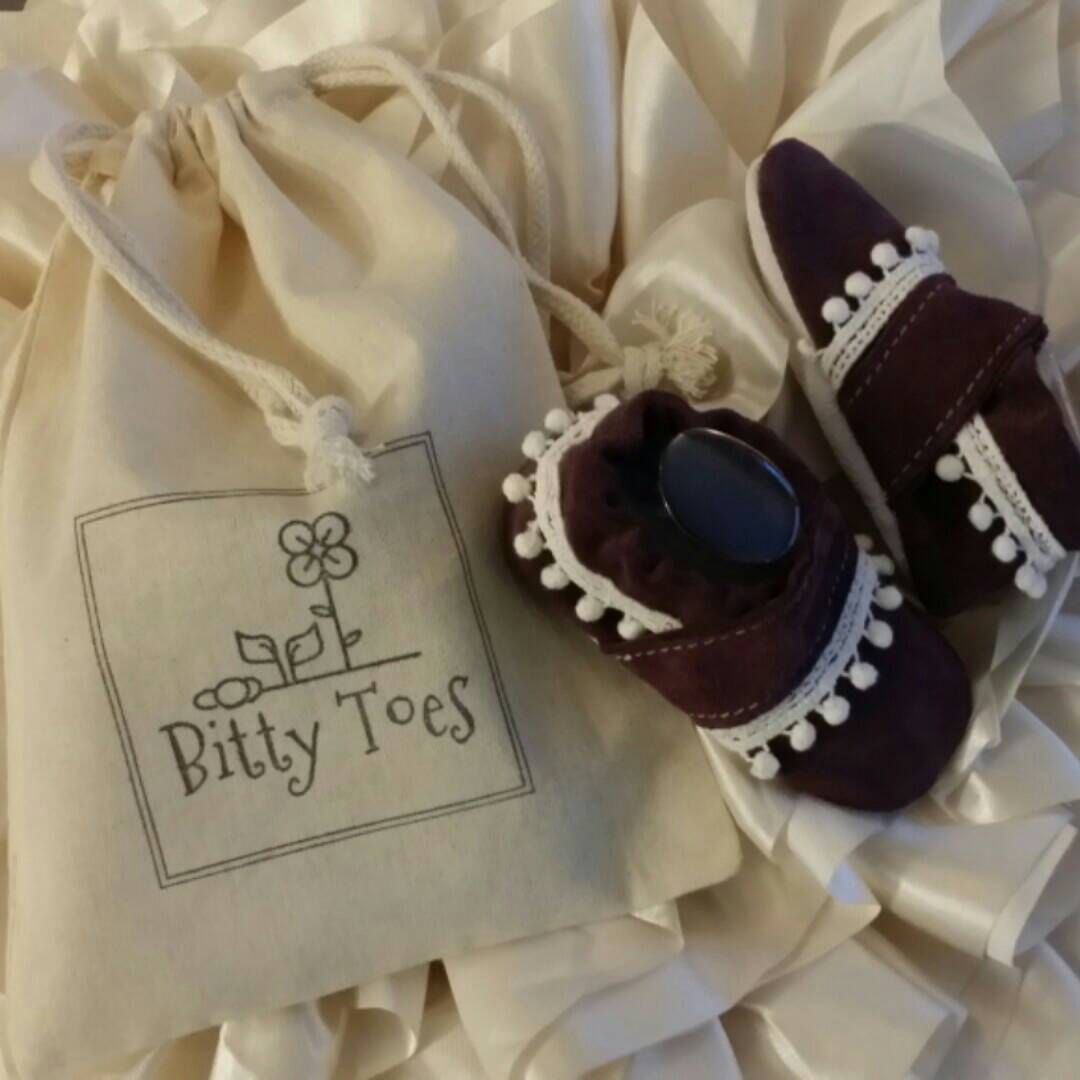 Your Bitty Toes Shoes come in a cute Bitty cotton drawstring bag. The cutest gift. ♡