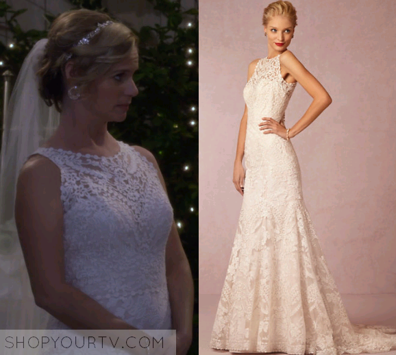 kimmy gibbler andrea barber wears this high necklace white lace wedding dress in this episode of fuller house it is the bhldn