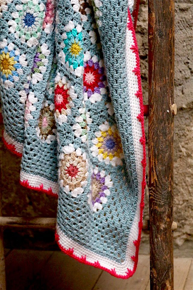 My Circle In Square blanket  is doing her VOILA entrance. Making this blanket was pure pleasure and I took my time to e...
