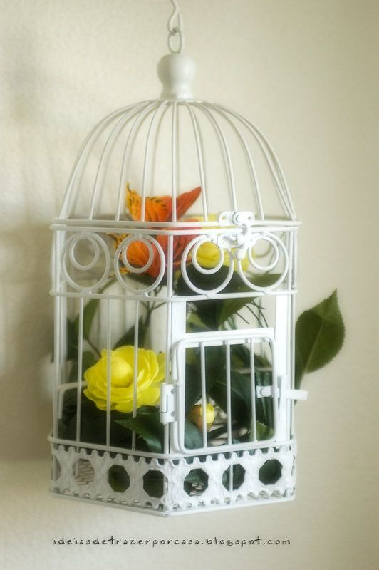 I've decorated a beautiful birdcage with some plastic flowers and butterflies ;)